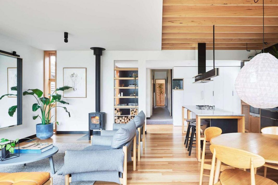Wooden Box House: victorian heritage with a contemporary architectural extension to house a growing family by Moloney Architects