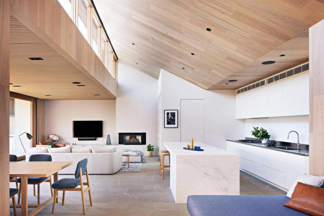The Villa at Barwon Heads, an L-shaped breezy and spacious beachside retreat by Bower Architecture