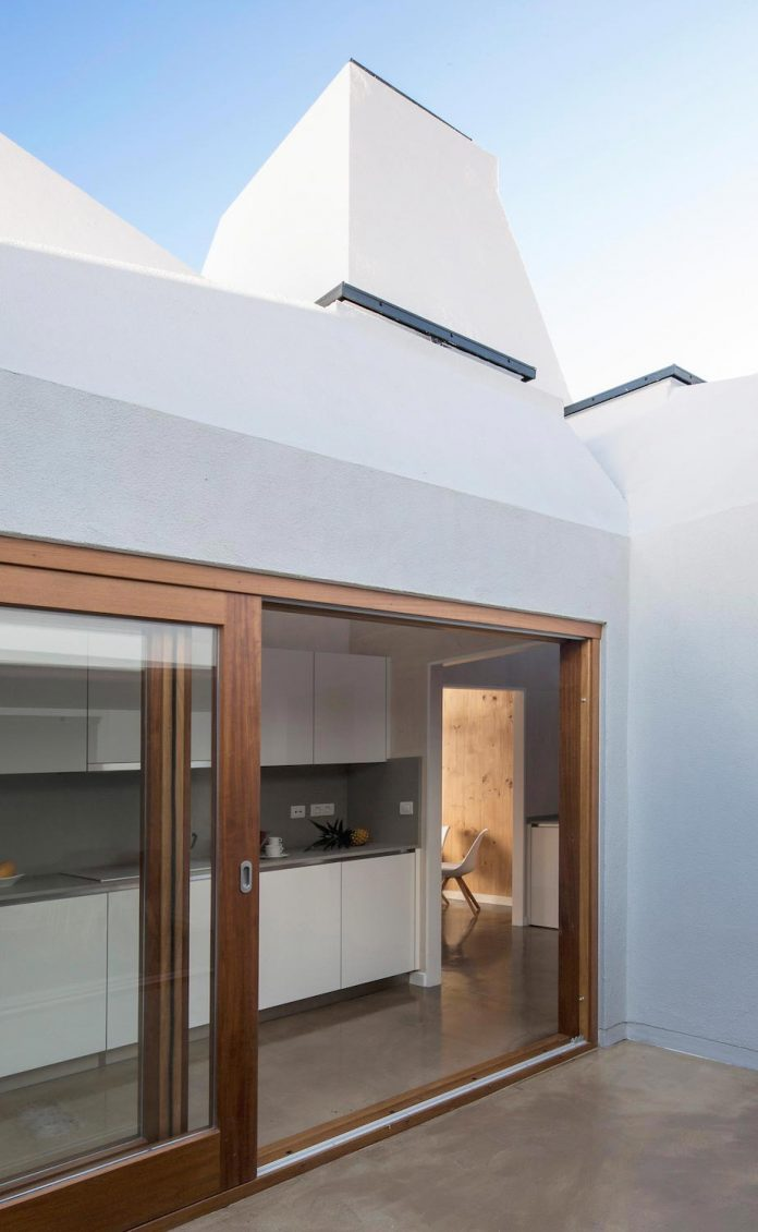 Colonial-style house gets a contemporary renovation and the new ...