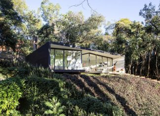 Contemporary cottage that attracts the presence of intellectuals and thinkers to stay over the weekend