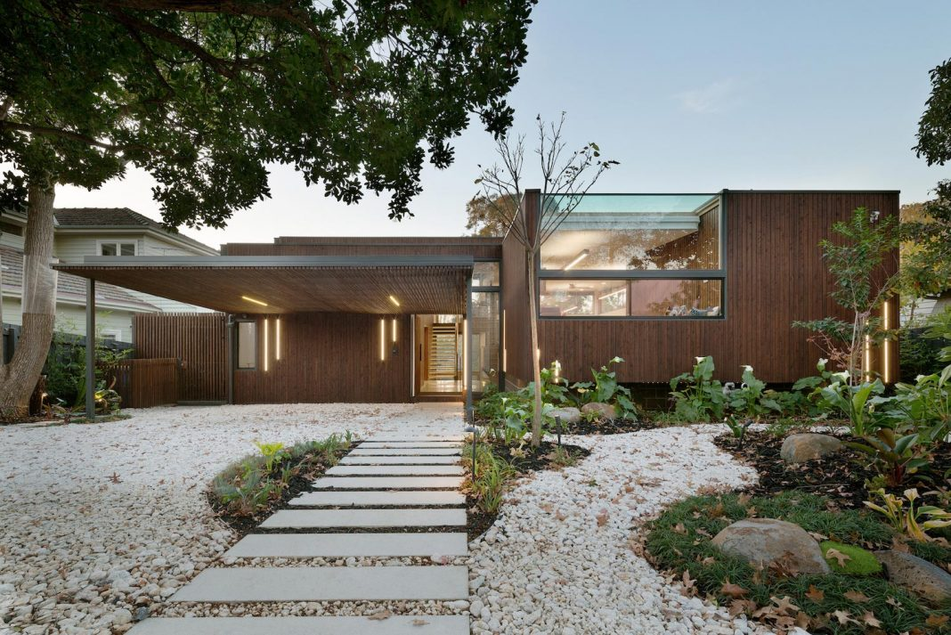 Trail House by Zen Architects: contemporary and environmentally friendly home designed to inherent the natural beauty of the site