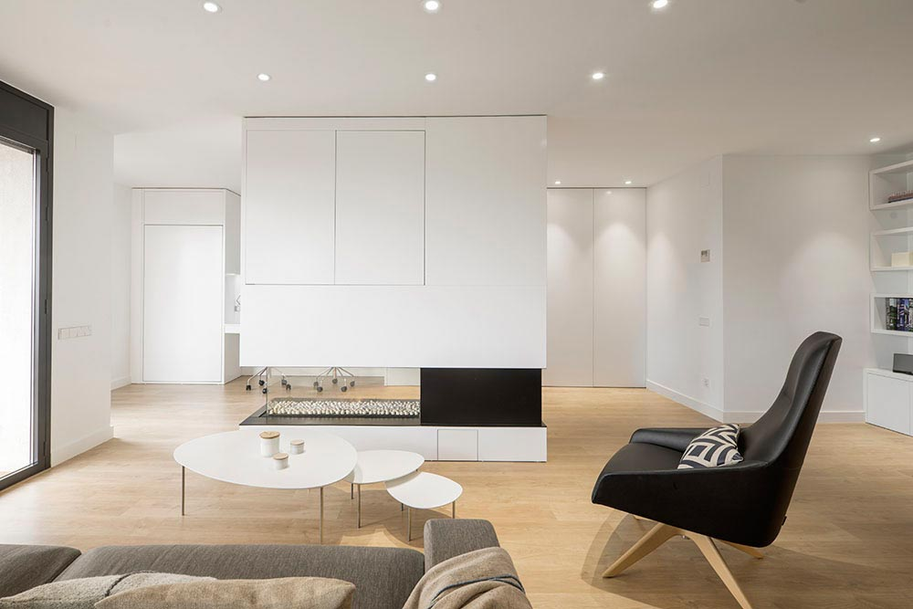 Family Hub by Susanna Cots: a minimalist home in the heart of ...
