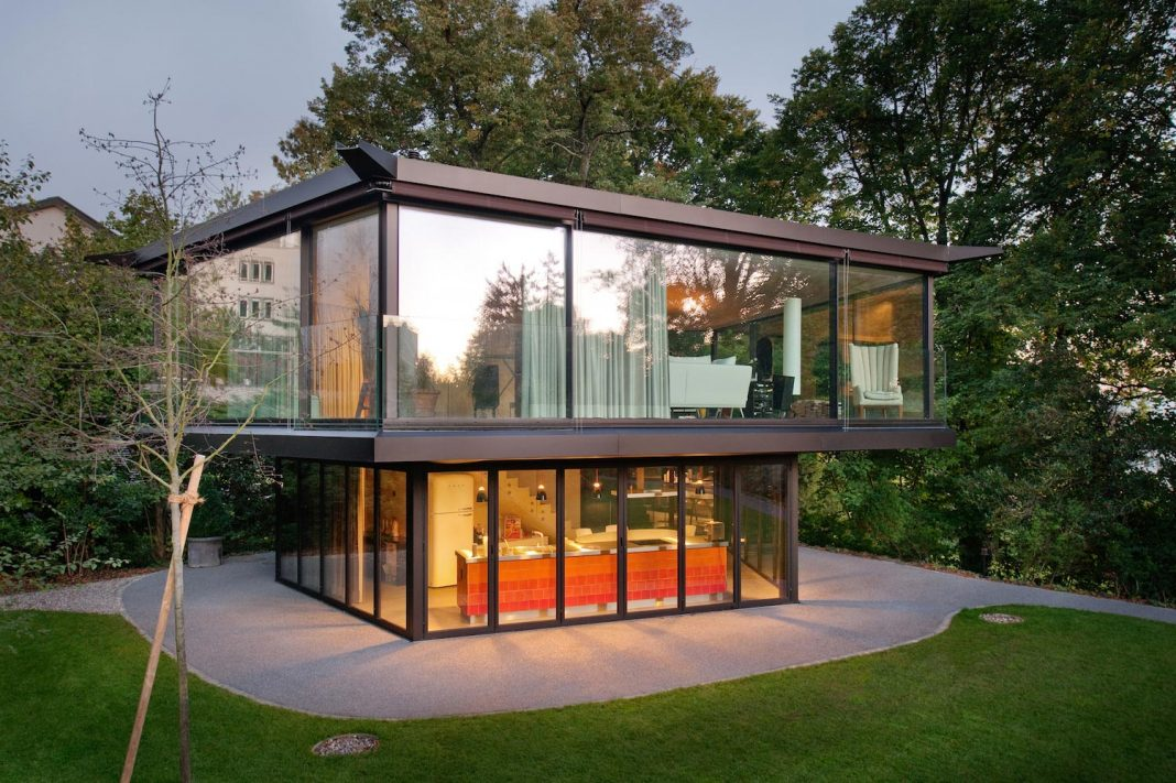 A garden pavilion that maximizes the views from inside to the surroundings