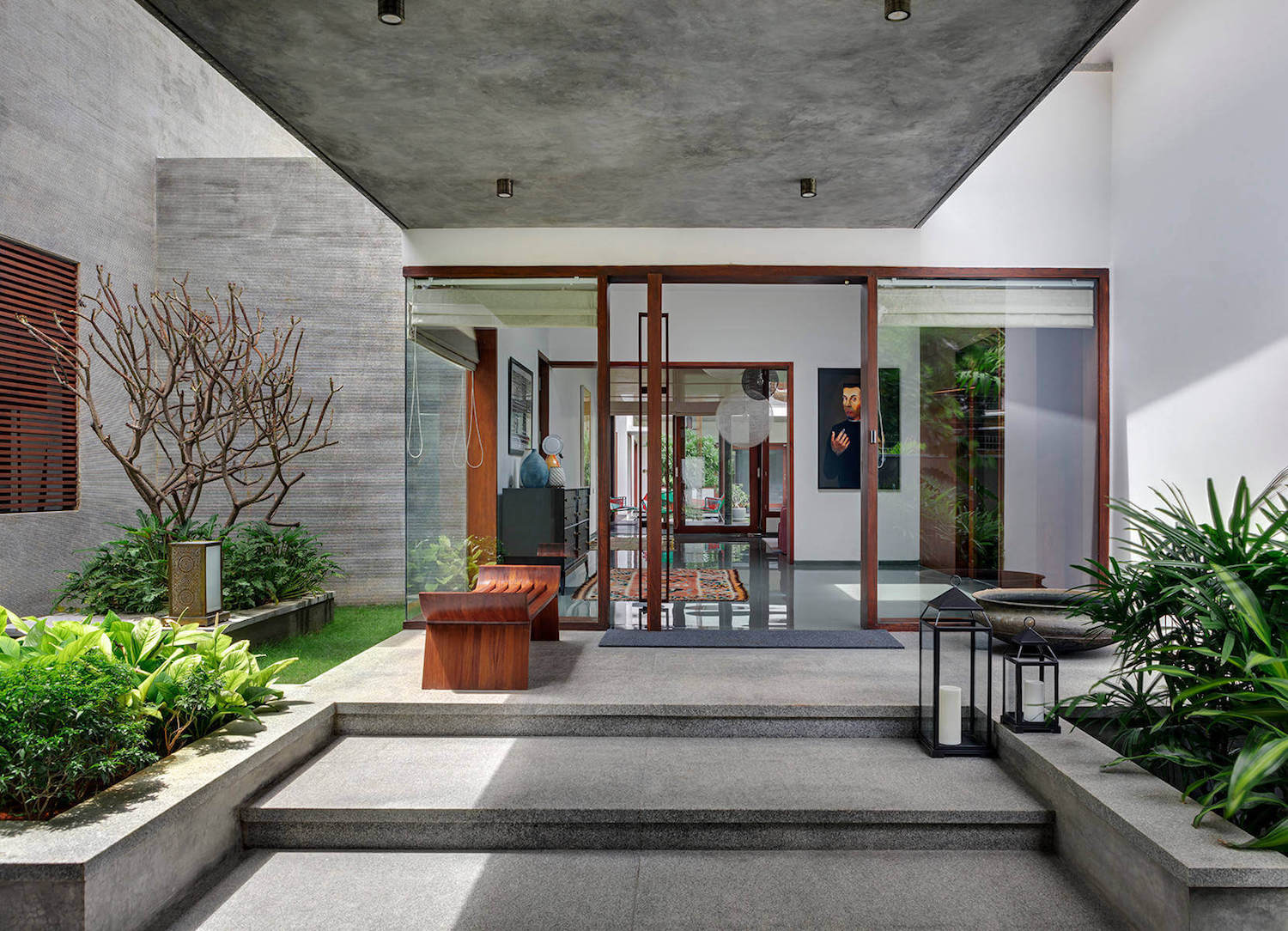 House 1058 Khosla Associates Cantilevered Timber Clad Staggered Rooms Oriented Towards  Internal Garden Caandesign 03