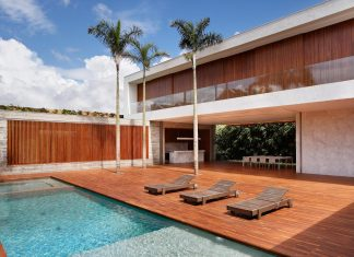 House in Brazil divided into three blocks specially designed for the hot weather