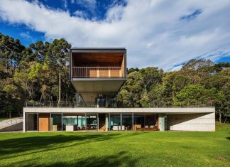 House in Mantiqueira surrounded by woods, placed in an existing glade, gently sloping and facing a stream
