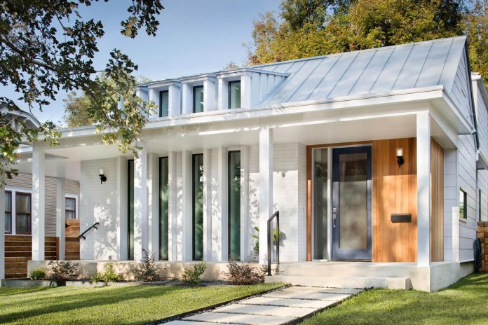 North Hyde Park Residence Has A Long Porch And Modern Vertical