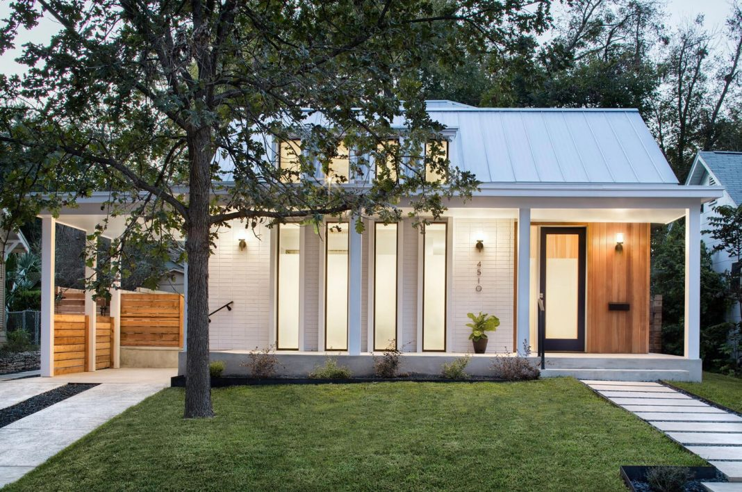 North Hyde Park Residence Has A Long Porch And Modern Vertical Windows Which Penetrate The Painted Home Design
