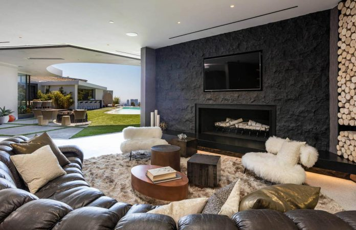 a luxurious midcentury Los Angeles residence combining ...
