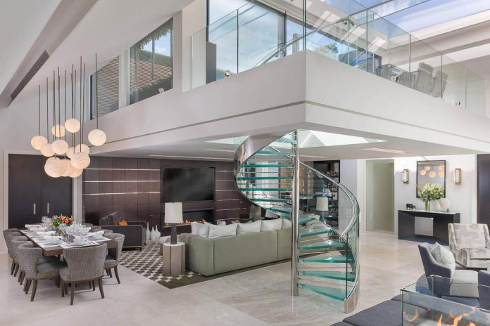 Mayfair Duplex Penthouse Offers An Elegant And Stylish Way