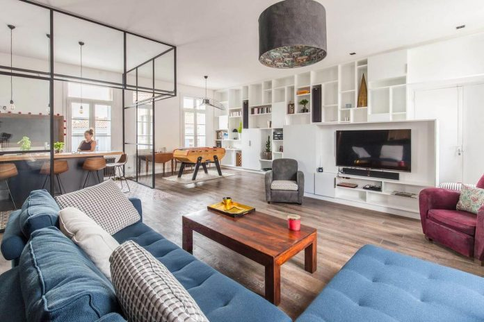 Mix of colors and styles in this transformation from office to apartment in Montpellier by Brengues le Pavec Architectes