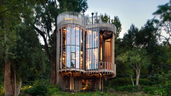 Modern treehouse in Cape Town has four cylindrical towers which are elevated on stilts by Malan Vorster