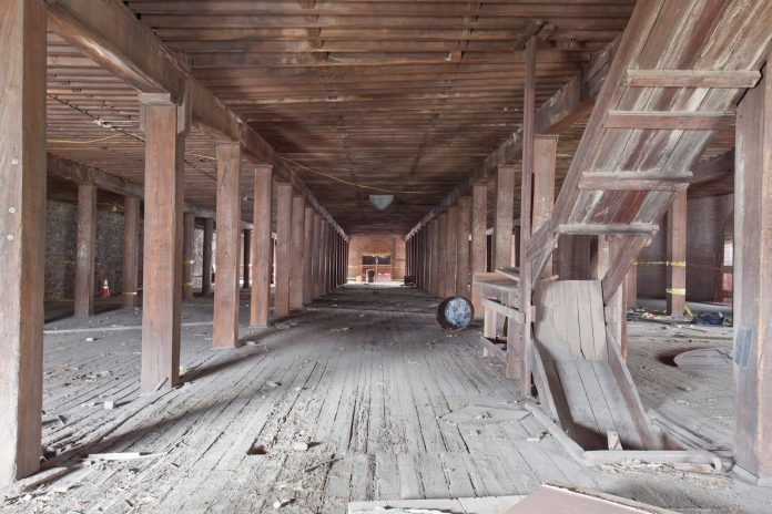 old-dark-warehouse-stylish-modern-galler