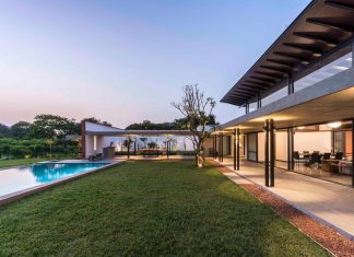 Twin contemporary houses capturing the essence of place share the same courtyard