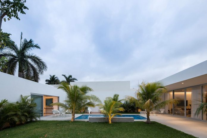 Ancha House by Augusto Quijano Arquitectos