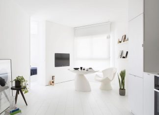 Apartment in the heart of Tel Aviv transformed into a minimalist white bright space