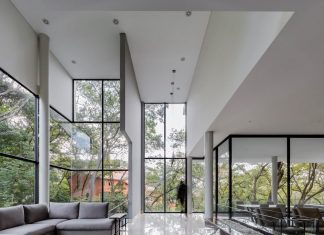Family house in Mexico which keeps direct contact with the nature