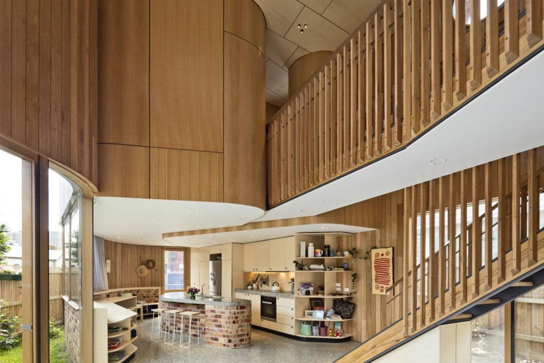Home for an architect and his family with an unique curving form