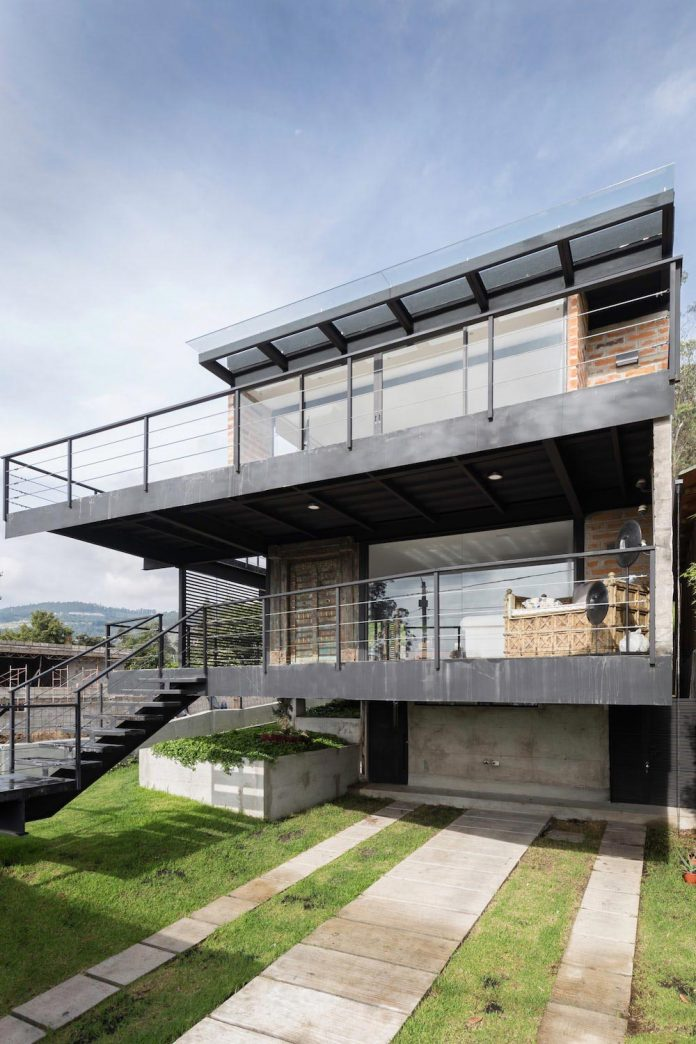 The horizontal house an architecture always at the for Horizontal house plans