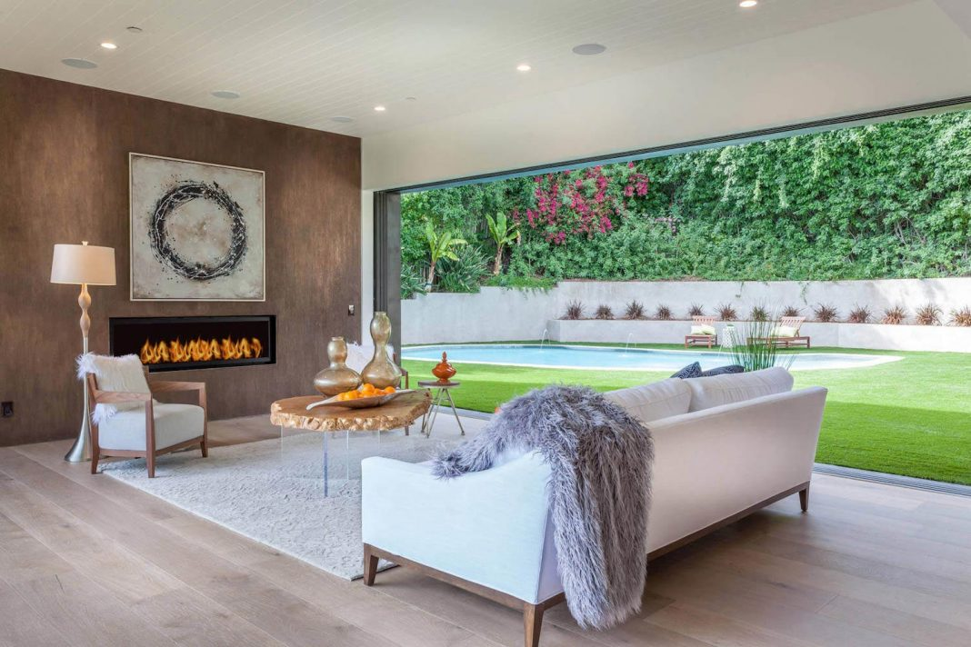 Los Angeles Contemporary Single Family House With A Nice And Simple Private Backyard