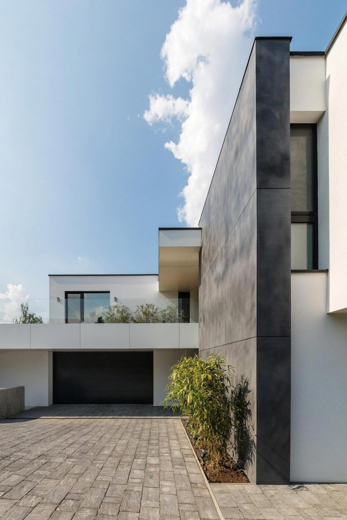 Modern Two Storey House Design With Terrace: Modern Two-storey Villa In Budapest By Tóth Project