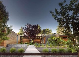 Modernist reinterpretation of the Northern California ranch style home by Bohlin Cywinski Jackson
