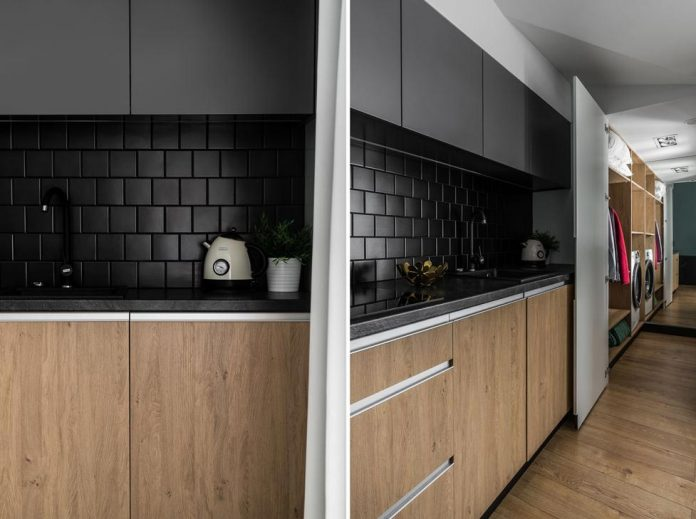 Monte Cassino Apartment Oak Wood Combined With Black
