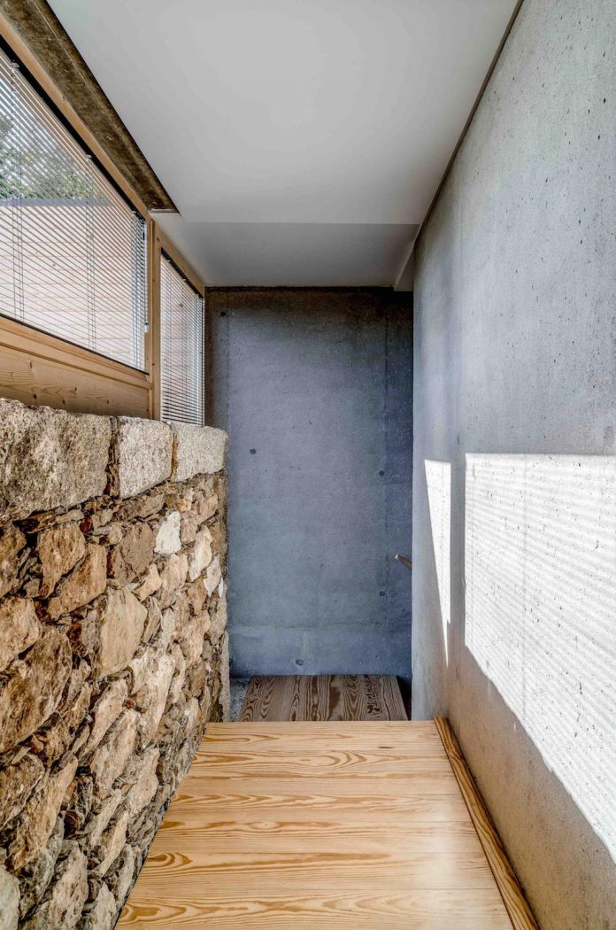 Inside The Building A Continuity To The Outside Is Assured, With A Simple  And Elegant Functional Structure And The Same Type Of Materials.