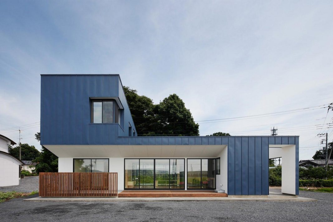 The rebuilding of Hourglass house by *studioLOOP
