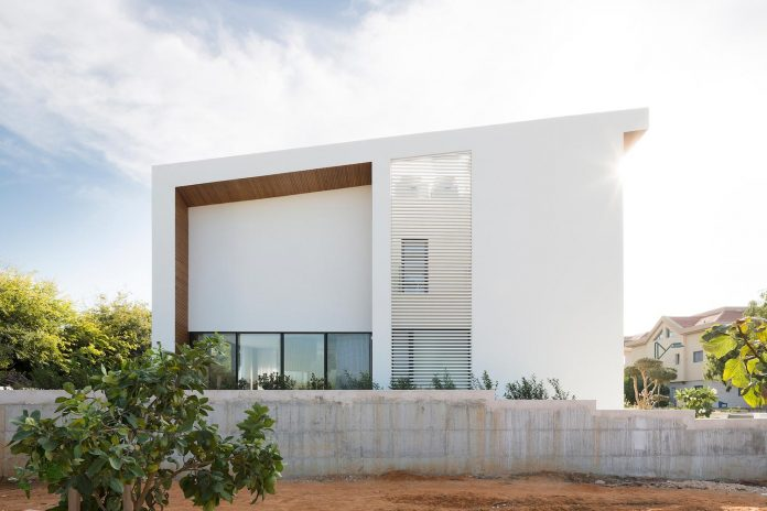 Stunning Design For A L Shaped House Located In Israel
