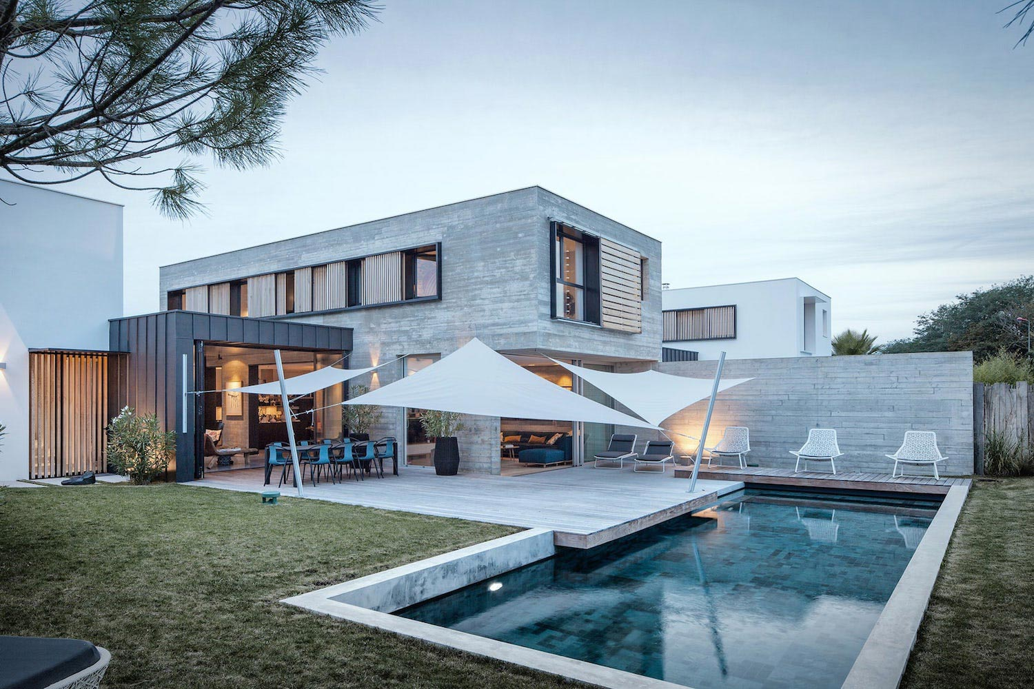 Two Simple And Minimal Familial Houses With Great Care For