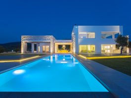 Two storeys villa in Greece with large openings on both levels