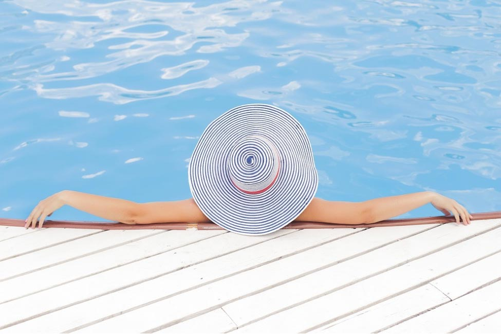 Various Kinds, Designs, and Features of Swimming Pools