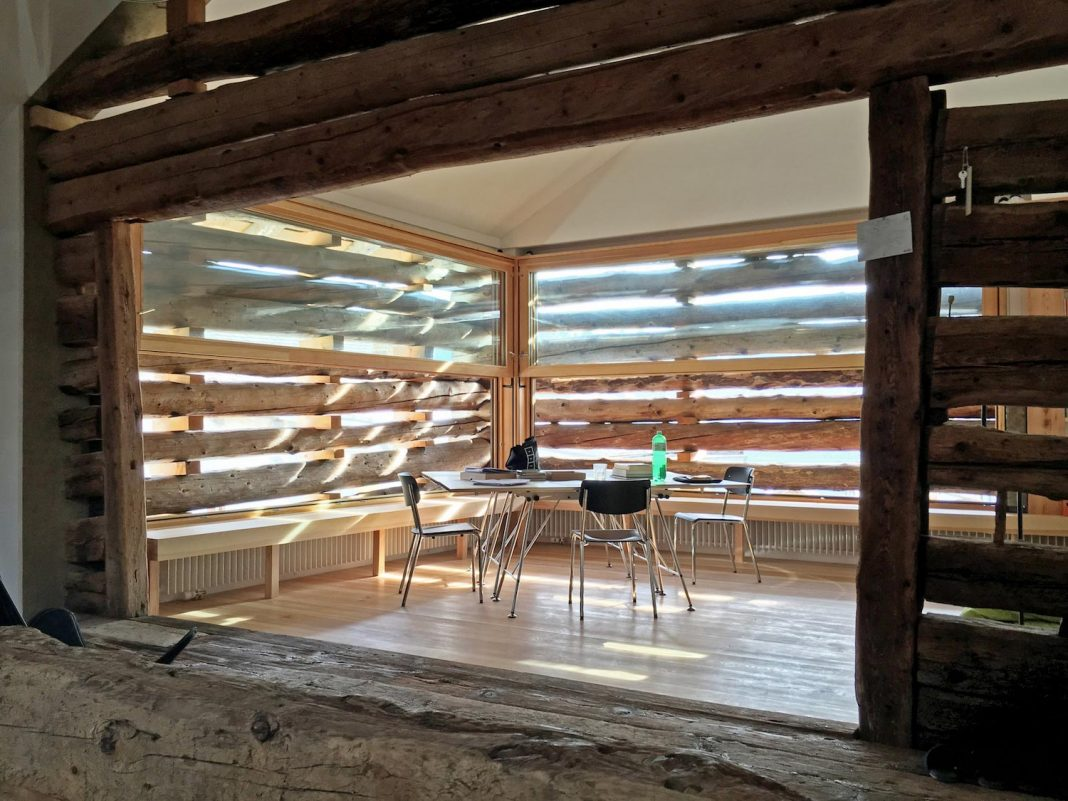 Alpine loft which preserves both the structure of the barn and its role in the village