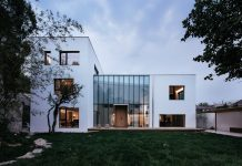The design of House W challenged by a physical two physical conditions to ensure the comfort of living