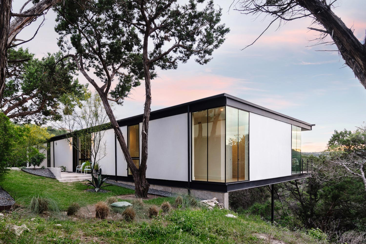Flat-roofed Single Story Home That Opens Directly To A