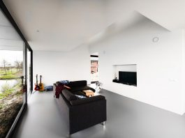 Modern villa designed for a young couple with two toddlers on the edge of Heerenveen