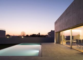 Residential building inserted in a consolidated urban area to ensure the privacy