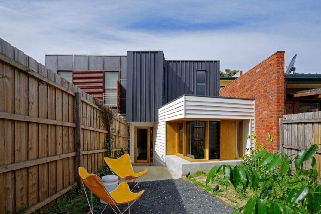 Tang House by 4site Architecture: redesign and renovation of a single  fronted double brick terrace
