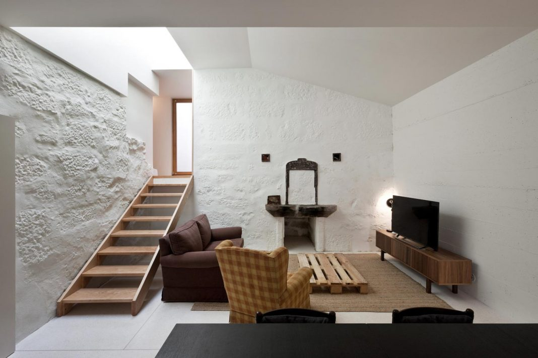 Transformation of a bakery into a two floor house in the old part of the city of Porto, Portugal