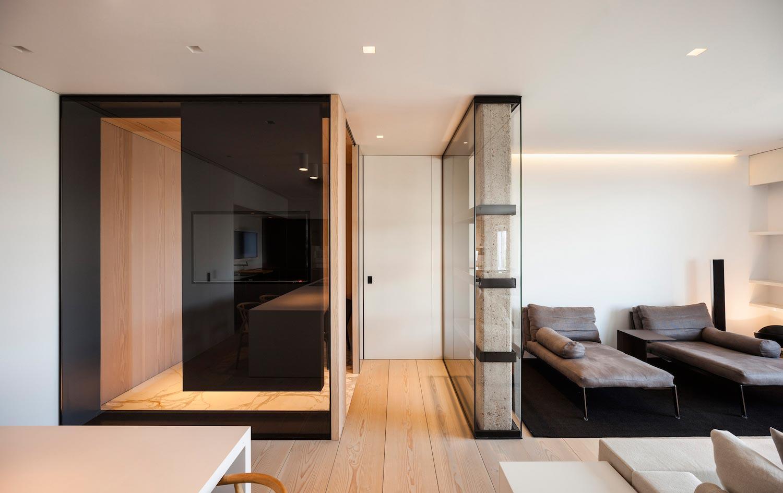 Apartment located on the top floor of a classic building - Columnas decoracion interiores ...