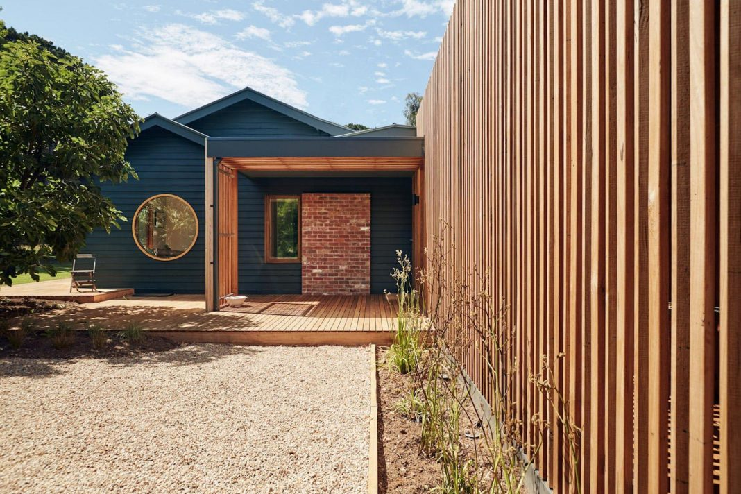 Extension to an existing timber farmhouse on the Mornington Peninsula to enhance the access to external views