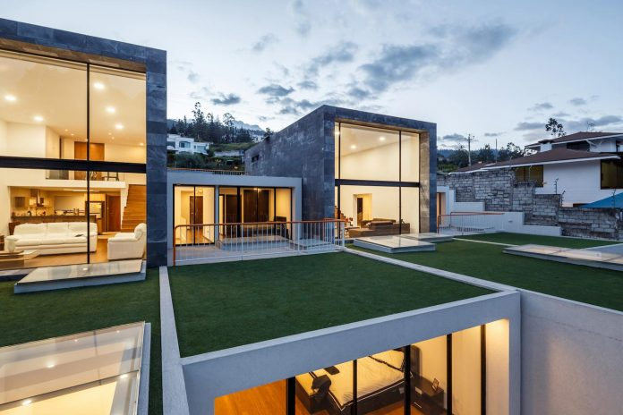 Four single-family homes that have a direct relationship - visual and spatial - between interior and exterior spaces