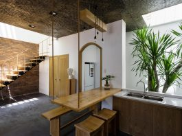 House inspired from the idea of tropical, effective, energy-saving and friendly space