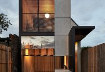 House with a play of tones that establishes a subtle field of spaces that expand and contract