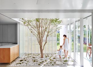 Naranga Avenue House - a small village between forest and pool