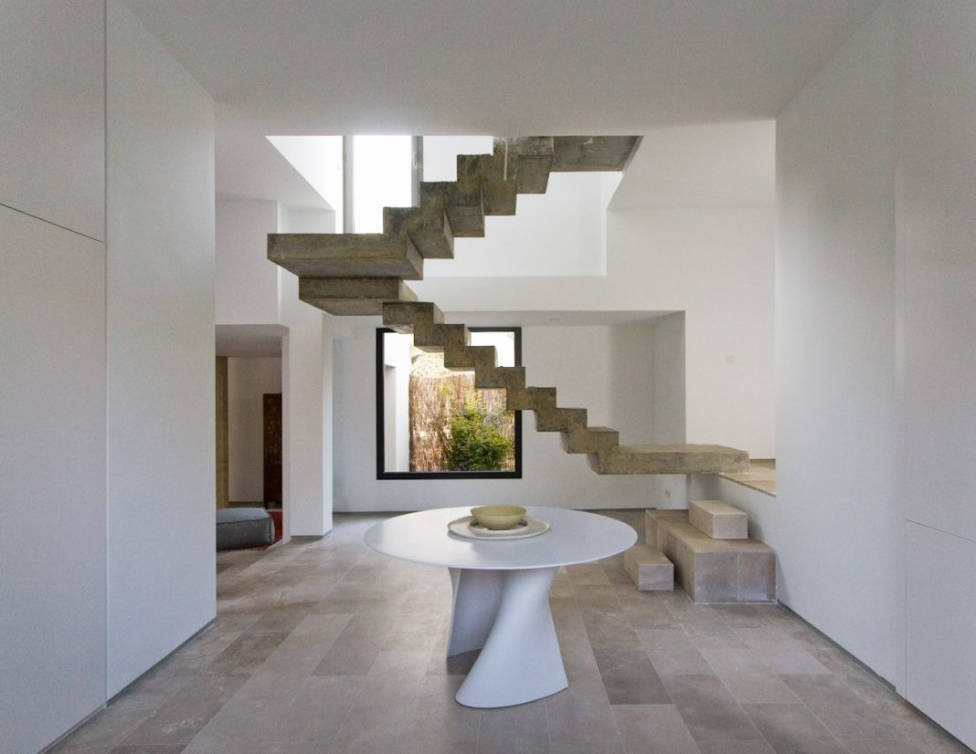 Simple property located in the midst of an oak tree forest