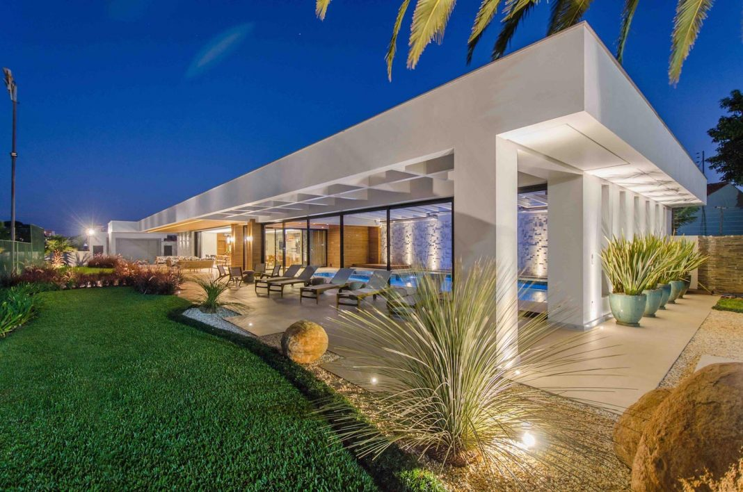 Single-family residence located on a large, flat plot in Primavera, Brazil