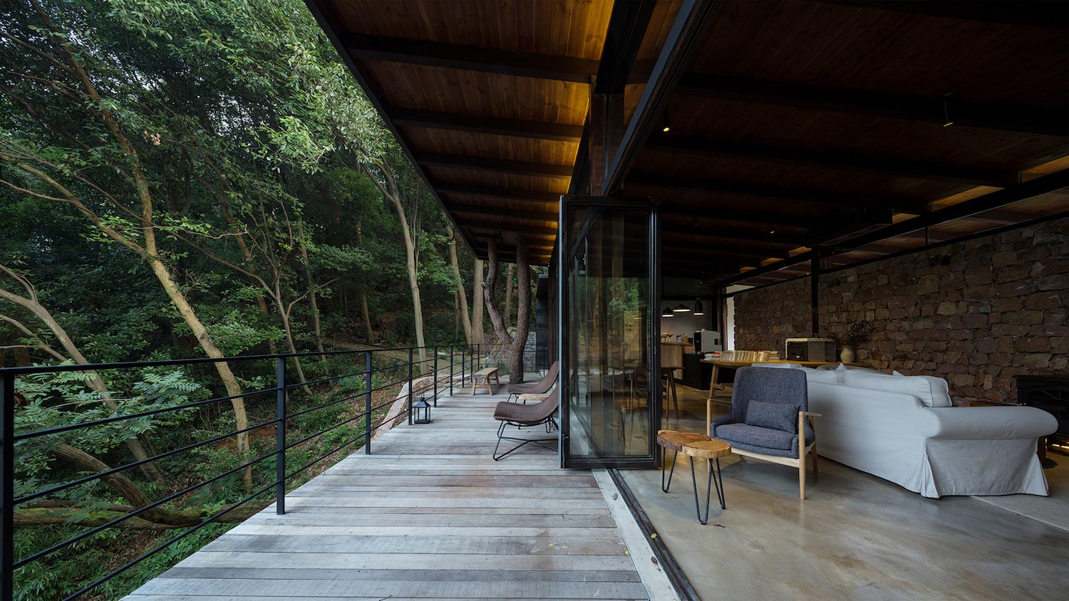 Stunning hotel that focuses on the notion of sitting face for Stunning hotels