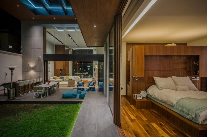 Sustainable house that didn't require the use of electric energy during the day